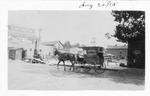 Laundry wagon, Hotel Huntington in background, Huntington, W.Va., Aug 26,1915