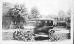 Babe Seamonds(?) & the Maxwell car, 1917